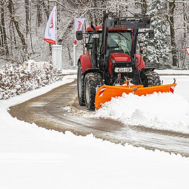 Schnee- und Räumschilder